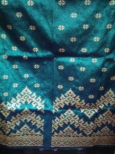 Sarung bantal dari kainsongketriau bahan katun