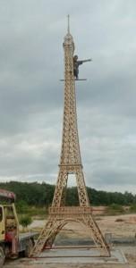 Menara Eifel Fasilitas dalam perumahan